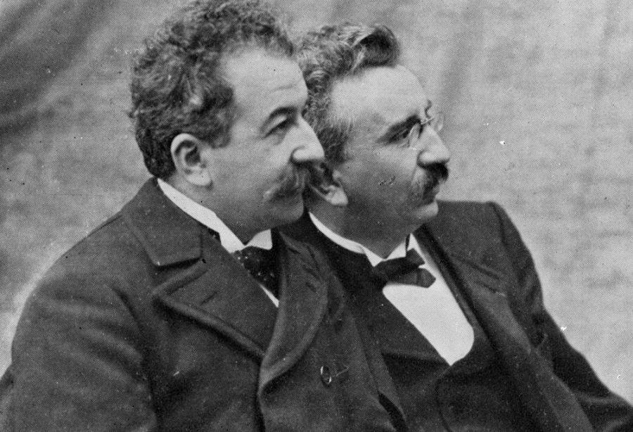 ON THIS DAY. Ziua în care a luat naștere cinematograful, după ce Frații Lumière prezentau prima proiecție a unui film, pe 22 martie1895